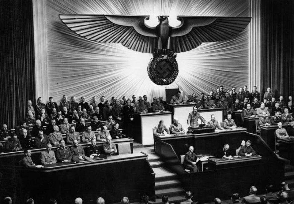 aprlamento-nazi.jpg