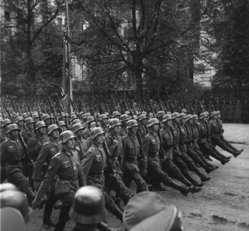 Invasão da Polônia - tropas desfilam