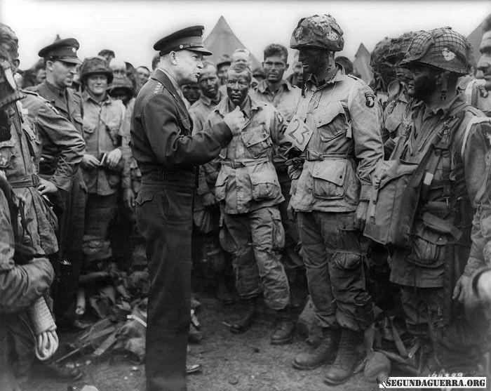 Eisenhower conversando com Tropas Paraquedistas, na Inglaterra em 1944