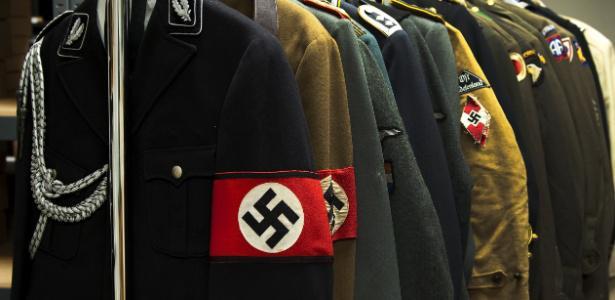 uniformes-com-a-suastica-nazi.jpg