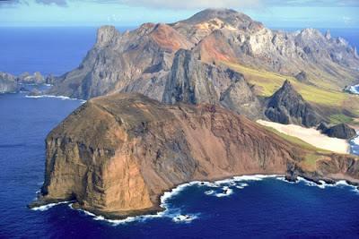 Vista parcial da Ilha de Trindade