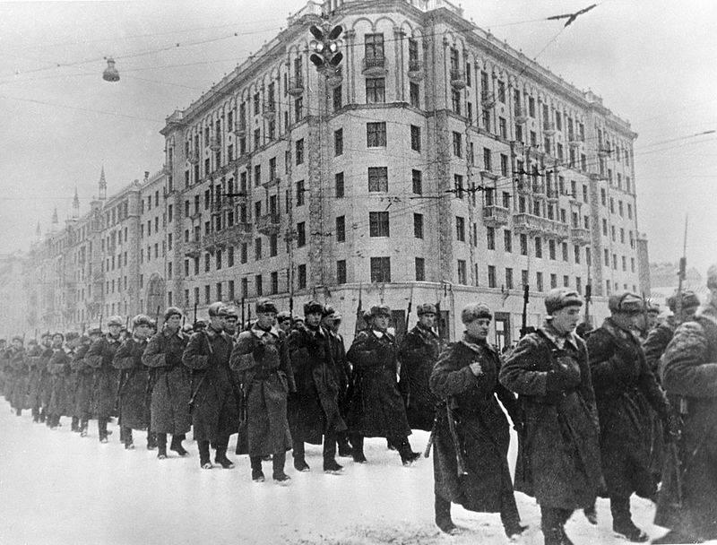 Tropas Soviéticas em Moscou em 1941