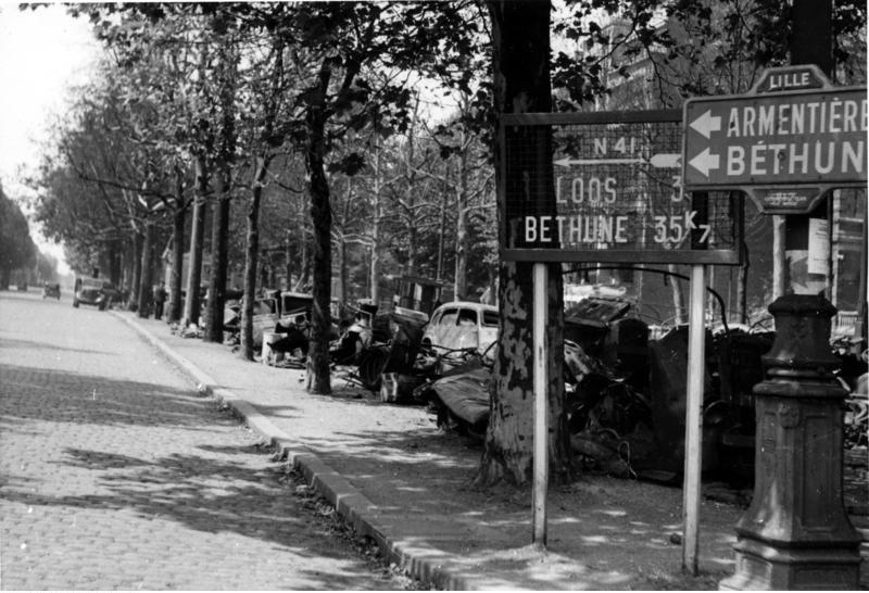 Veículos destruídos perto de Lille em 1940