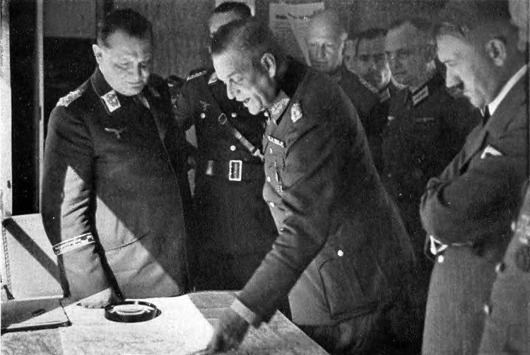 Hitler e Goring - porquê Hitler decidiu atacar