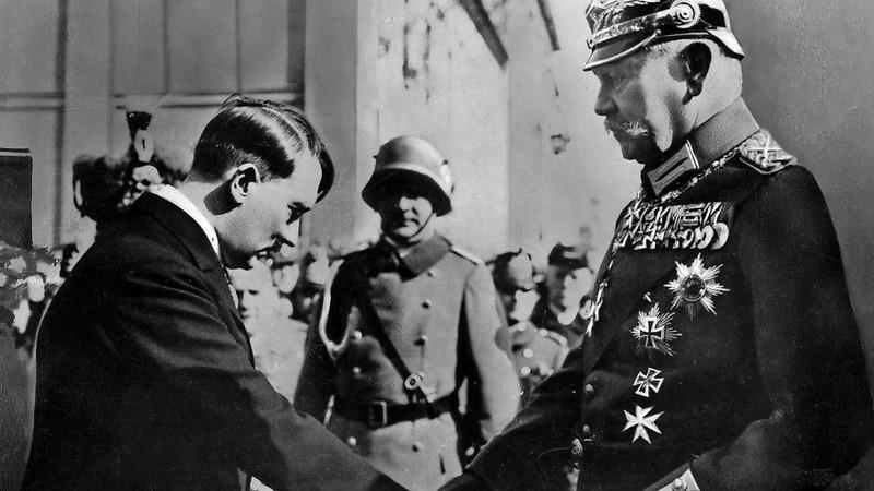 Hindenburg nomeia Hitler como Chanceller em 1933